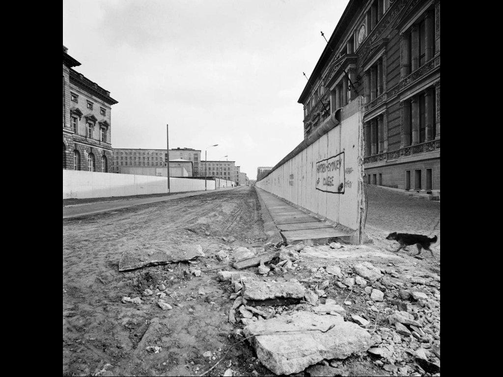 Ulrich Weichert / DDR 1990 und Skizzen aus den Neuen Bundeslaendern